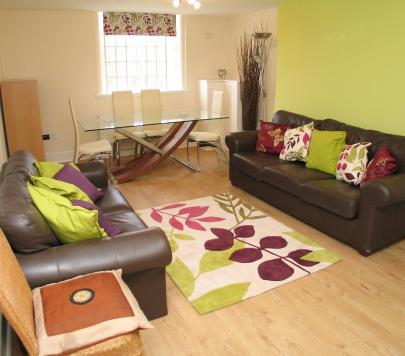 3 bedroom Furnished Apartment to rent on West Park Road, Southall, UB2 by private landlord