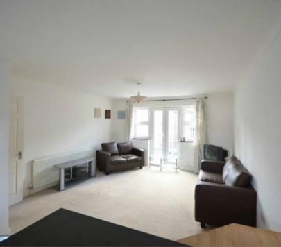 2 bedroom Part-Furnished Ground Flat to rent on Romford Road, London, E15 by private landlord